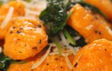 Gnocchi di zucca con spinaci e parmigiano