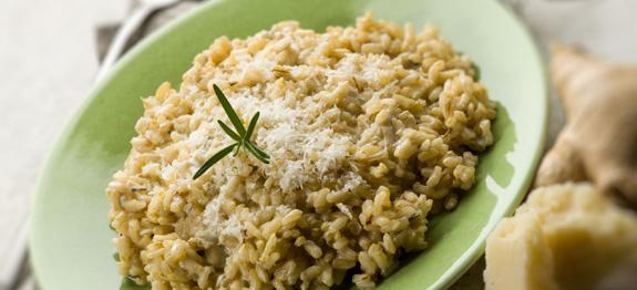 Risotto integrale con zenzero rosmarino parmigiano e gorgonzola