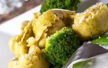 Tortellini con taccole e broccoli
