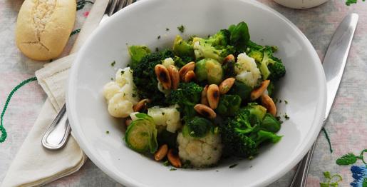 Cavolo e broccoletti alle mandorle tostate