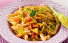 Pasta con fiori di zucca e pomodorini